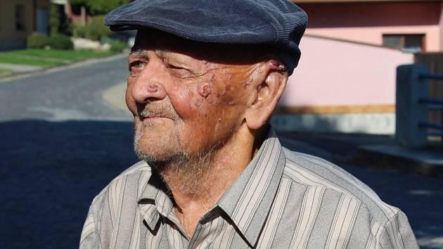 HRDINA. Bývalý partyzán, třiadevadesátiletý Ladislav Verner zLoun si loni i předloni zavzpomínal na odboj vChřibech.