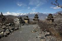 Pohled z cesty z posvátného místa hinduistů i buddhistů v Muktinath v nadm. Výšce 3800 m.