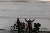 Michal Kopčil (vpravo) a Radek Kubík se projeli po grossglocknerské vysokohorské silnici.