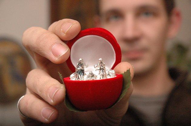 Ve sbírce Emilie Slezákové z Uherského Hradiště, která na buchlovskou výstavu půjčila nejvíce exponátů, je i miniaturní betlém, který jí kamarádka přivezla z Vatikánu.