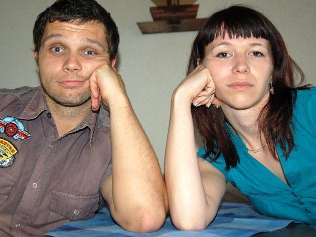 David Vaculík a Radmila Mrázková čekají na pizzu.