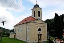 Věžní hodiny na kostele Nanebevzetí Panny Marie, kulturní památce, vystavěné vroce 1841 vbiedermeierovském empíru neukazují 60 let čas.