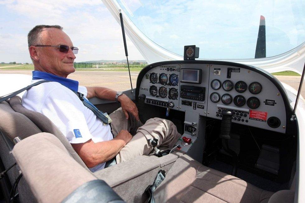 Představení nového letadla PS-28 Cruiser na letišti v Kunovicích.