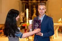 Slavnostní vyhlášení výsledků soutěže Optika roku 2015 se konalo 21. května v prostorách kostela sv. Markéty v Břevnovském klášteře v Praze. Za vítěznou optiku NAOME z Uherského Hradiště převzal cenu Filip Momčil mladší.