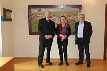 Na sto padesát obrazů a bezmála dvacet plastik si přijela v pondělí 11. února do uherskohradišťské Galerie Joži Uprky prohlédnou bývalá šéfka Energetického regulačního úřadu Alena Vitásková.