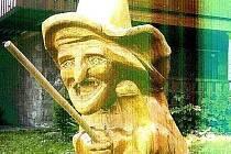 V Bystřici pod Lopeníkem ukradl dřevěnou sochu čarodějnice.