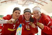 S bronzovými medailemi se na snímku těší zleva Dagmar Surá, Aneta Šmídová a Hanka Koníčková.