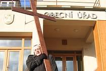 Kříž, symbol utrpení Ježíše Krista.