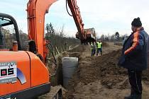 Zlechov, Tupesy a Břestek budou mít novou kanalizaci s čističkou. Za 210 milionů korun. Práce začaly v září minulého mroku, skončí v polovině roku 2013.