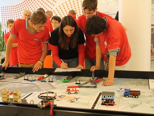 Soutěž robotů sestavených z Lega na přírodovědecké fakultě UP