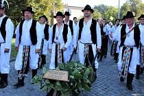 Mužský sbor z Míkovic na Slováckých slavnostech vína a otevřených památek.