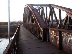 Železniční most přes řeku Moravu. Ilustrační foto.