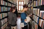 Studenti, kantoři i občané si mohli v pondělí prohlédnout zbrusu novou knihovnu kardinála Špidlíka.