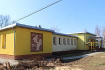 Firma za nedodělky při dostavbě mateřské školy v Boršicích nejspíš draze zaplatí. Vedení obce ji chce v budoucnu vyloučit z výběrového řízení.