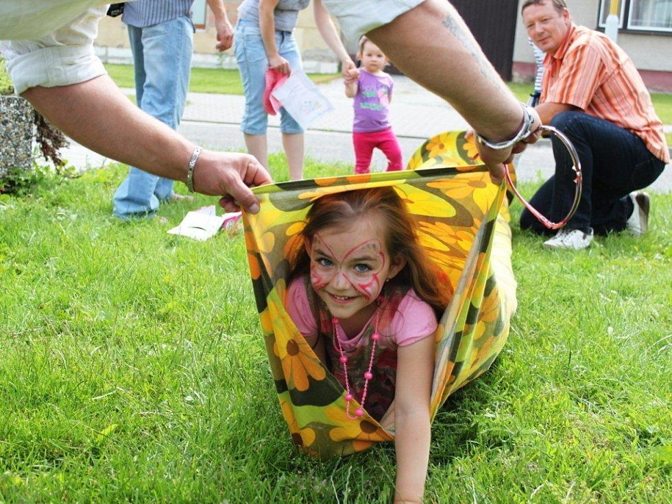 Kluci a holky se při dětském dnu náležitě vyřádili.