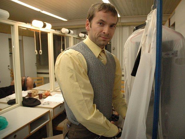 Jan Révai se připravuje na představení.
