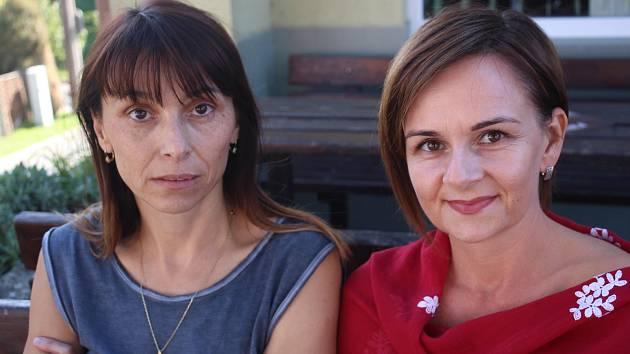 Kronikářka Dolního Němčí Jana Nováková (vlevo) a předsedkyně kulturní komise obce Františka Tinková.