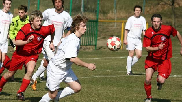 Lhoťané nedali Korytné šanci, na debaklu 9:2 se čtyřmi góly podíleli bratři Patrik a Josef Štergenichové.