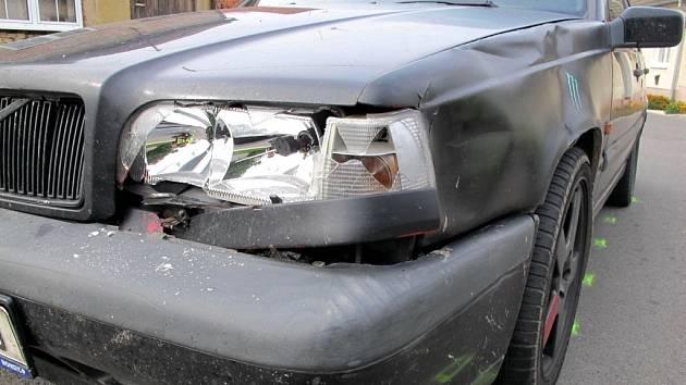 Naštěstí je tržnou ranou na noze skončila neobvyklá dopravní nehoda, která se stala v pondělí 2. září ve Starém Městě. S autem se zde srazil skateboardista.
