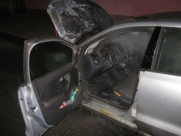 Požár osobního auta v kunovické ulici Slunečná.