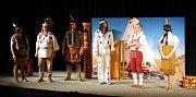 Kino Hvězda v Hradišti explodovalo v neděli 11. 6.  salvami smíchu, Divadlo Pecka tam už počtvrté hrálo komedii Vinetůůů!