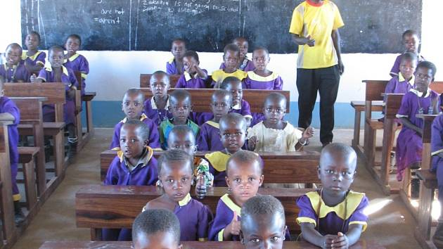Škola pro africké děti, většina z nich jsou sirotci.
