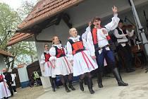 Tradiční obchůzku obcí nahradilo v letošních hodech bez práva v Dolním Němčí foklorní odpoledne s místními sbory v Muzeu Na Mlýně.