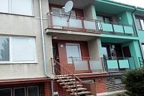 Dům střelce Zdeňka Kováře (uprostřed).