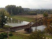 Mladý muž se na železničním mostu v Uh. Hradišti pokusil o sebevraždu.