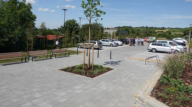 Parkoviště s 54 místy u uherskohradišťského hřbitova v Mařaticích