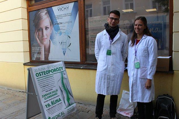 Brněnští medici odpovídali na dotazy o osteoporóze.