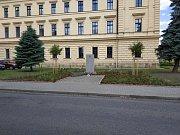 Památník se změnil v důstojné pietní místo.