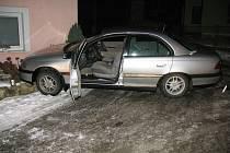 V divokou stíhací jízdu se proměnil pokus o silniční kontrolu Opelu Omega, jehož řidič projížděl deset minut po půlnoci v neděli 20. ledna hradišťskou ulicí Lechova.