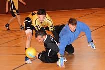 Futsalová liga Uherské Hradiště. Na snímcích zápasy Ajax Mistřice (v červeném) - Partyzan Radějov 1:3 . Ave Bar Bar (v černém) - Terasa Bar 5:3.