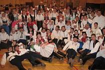Straňanského krojového plesu se zúčastnily tři stovky lidí.