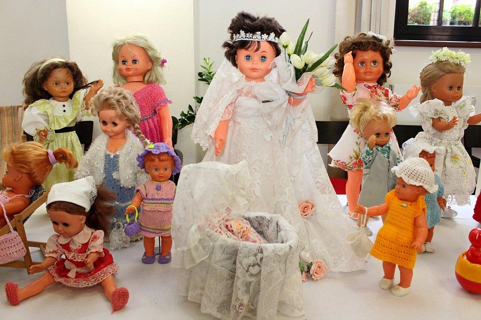 Vystavené hračky připomínají dospělým jejich dětství, dětem něco zvláštního, sčím by si možná ani neuměly hrát.