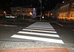 Policie hledá svědky střetu vozidla s chodcem, ke kterému došlo v sobotu 9. prosince krátce po 18. hodině v ulici náměstí Hrdinů ve Starém Městě.