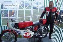 Hasičský starosta Václav Holásek se ve volném čase věnuje motocyklům.