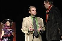 Inscenace Slováckého divadla Šest postav hledá autora. V hlavních rolích se představili také Martin Vrtáček (uprostřed) a Josef Kubáník.