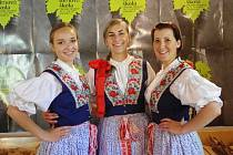 39. ročník Letní filmové školy začal. Děvčata v Guest servisu se oblékla do místního kroje.