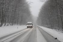 První sníh na Slovácku mohli přivítat také řidiči projíždějící přes Hrabinu u Strání.