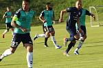 Fotbalisté Slovácka (modré dresy) v předposledním přípravném zápase podlehli na hřišti Strání slovenské Senici 1:2.