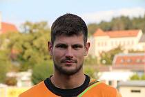 Fotbalový brankář Petr Chvojka učí na Sportovní škole v Uherském Hradišti matematiku a tělocvik.