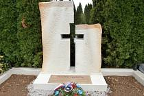 Na mařatickém hřbitově opět stojí Památník obětem světových válek