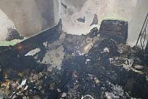 Škodu za půl milionu korun způsobily v pondělí 3. prosince krátce před půlnocí plameny v bytě sedmipatrového domu ve Staré Tenici v Uherském Hradišti.