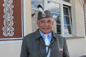 Poutník Janusz Cholewa přijel v orelském stejnokroji z Bučovic přes uherskohradišťské vlakové nádraží.