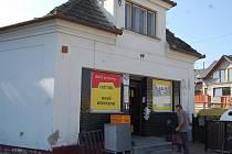 Obchod ve Zlechově v pátek přepadli lupiči.