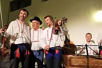 Cimbálová muzika Burčáci hraje už 50 let.