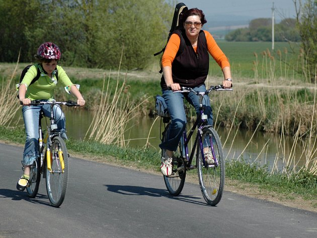Na kolech do přírody vyráží desítky tisíc nadšenců.