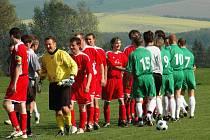 V derby mezi Kudlovicemi a Jalubím se z vítěztsví 3:1 radovali domácí fotbalisté (v zeleném), přestože už od 6. minuty prohrávali.